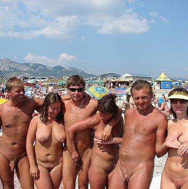 голые люди на пляже фото